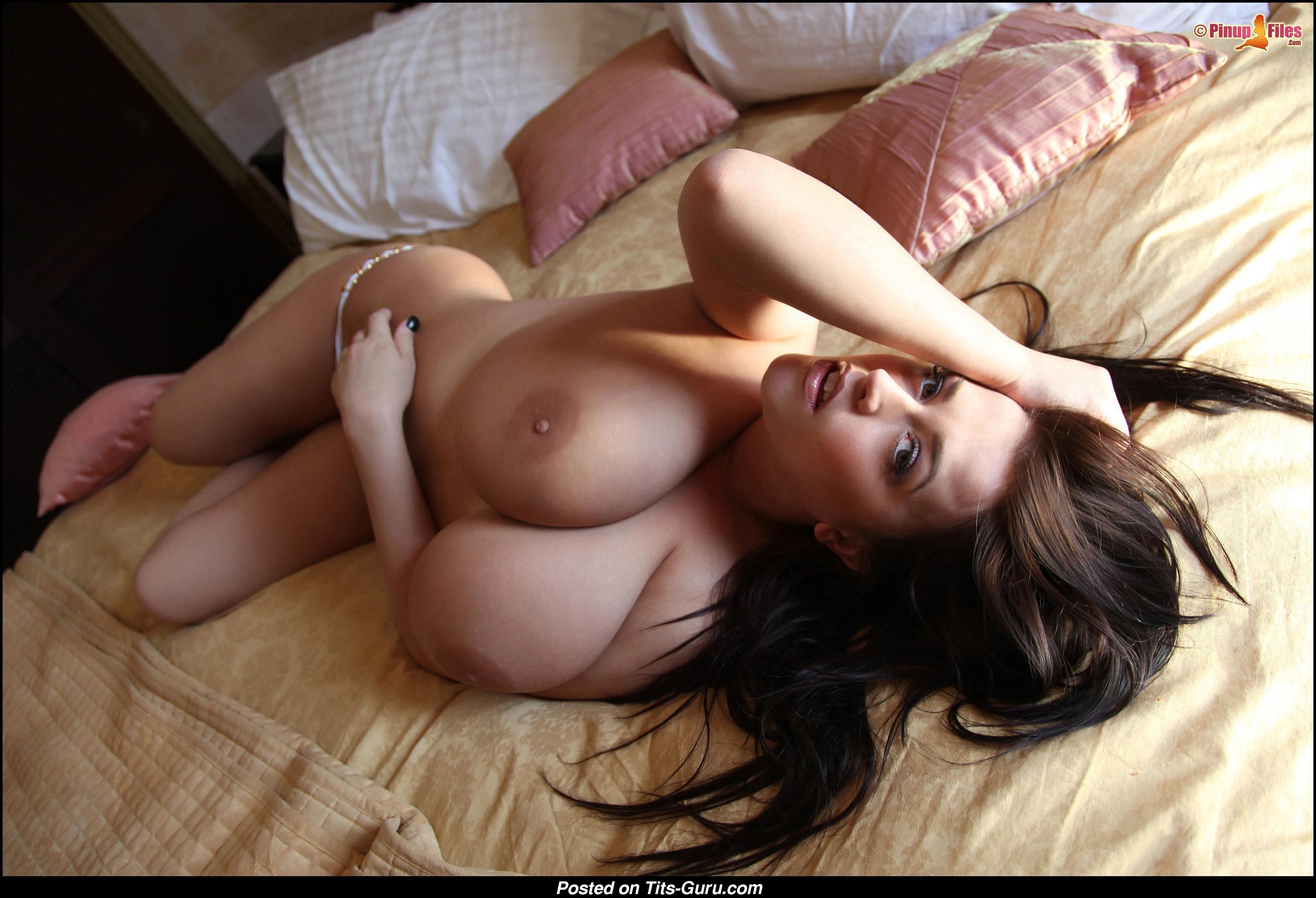 Эротика с большими грудями
