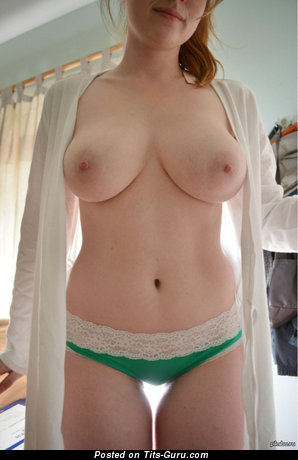The Best Dame with The Best Bald Real Dd Size Titty (18+ Foto)