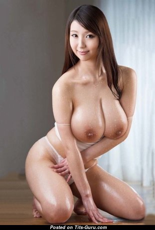 Exquisite Topless Asian Babe with Exquisite Bald Real Tots (Sex Photo)