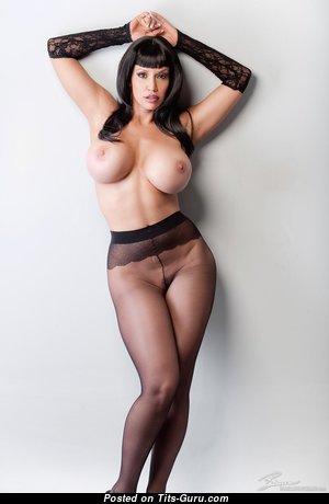 Bianca Beauchamp: гламурная рыжая (Канада) с супер оголёнными силиконовыми буферами (hd секс картинка)