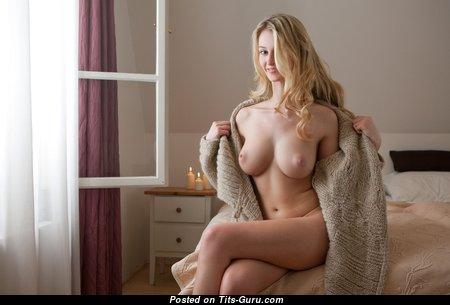 Carisha - Nice Czech Blonde Babe with Hot Nude Real Medium Busts (Hd Xxx Image)