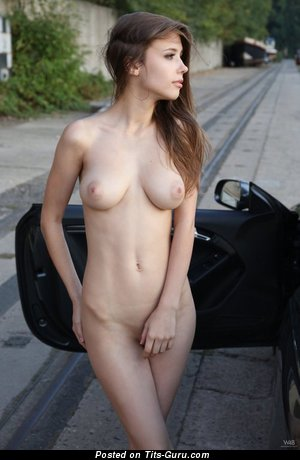 Adorable Babe with Dazzling Nude Real Normal Knockers (Xxx Pic)