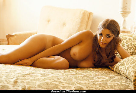 Stunning Babe with Stunning Nude Real Dd Size Chest & Sexy Legs (Sexual Pic)