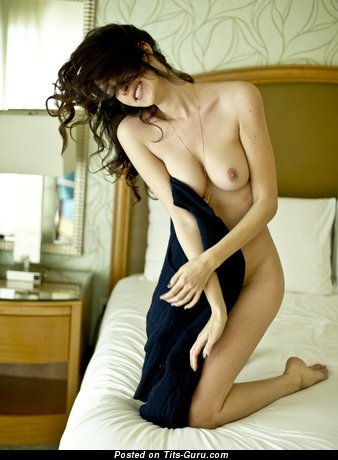 Dazzling Lady with Elegant Naked Real D Size Boobys (Sex Picture)