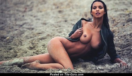 Image. Lais Ribeiro - nude brunette with medium natural boob picture