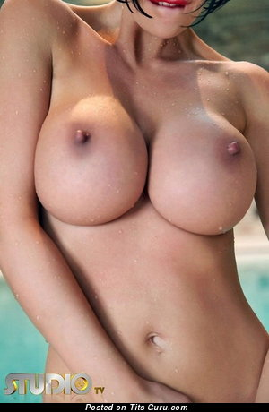 Image. Leigh Darby - sexy nude brunette with big boob and big nipples picture