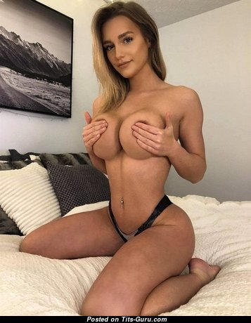 Pretty Topless Brunette Babe (Amateur Sex Foto)