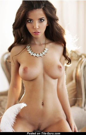 Stunning Topless Babe (Hd Xxx Picture)
