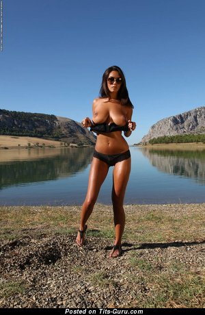 Image. Ela Savanas - naked brunette with natural tittes image
