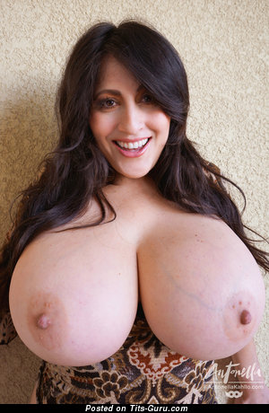 Antonella Khallo - naked beautiful woman with natural tittes picture