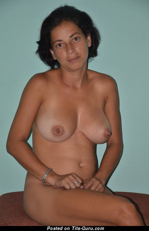 Ana Marie - Pretty Babe with Pretty Exposed Natural Medium Tittes & Pointy Nipples (Amateur 4k Xxx Pic)