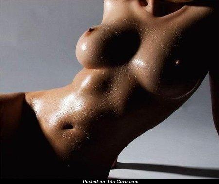 Изображение. Фотография обалденной обнажённой девахи с большой натуральной грудью
