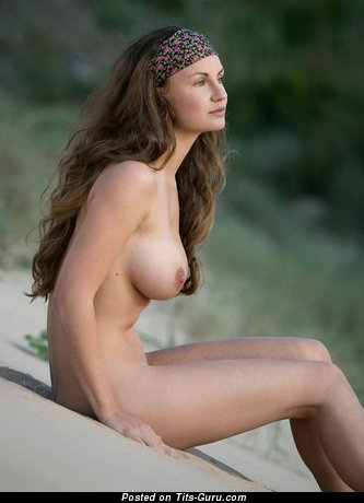 Gorgeous Brunette with Gorgeous Naked Natural Firm Tit (Hd Xxx Pix)
