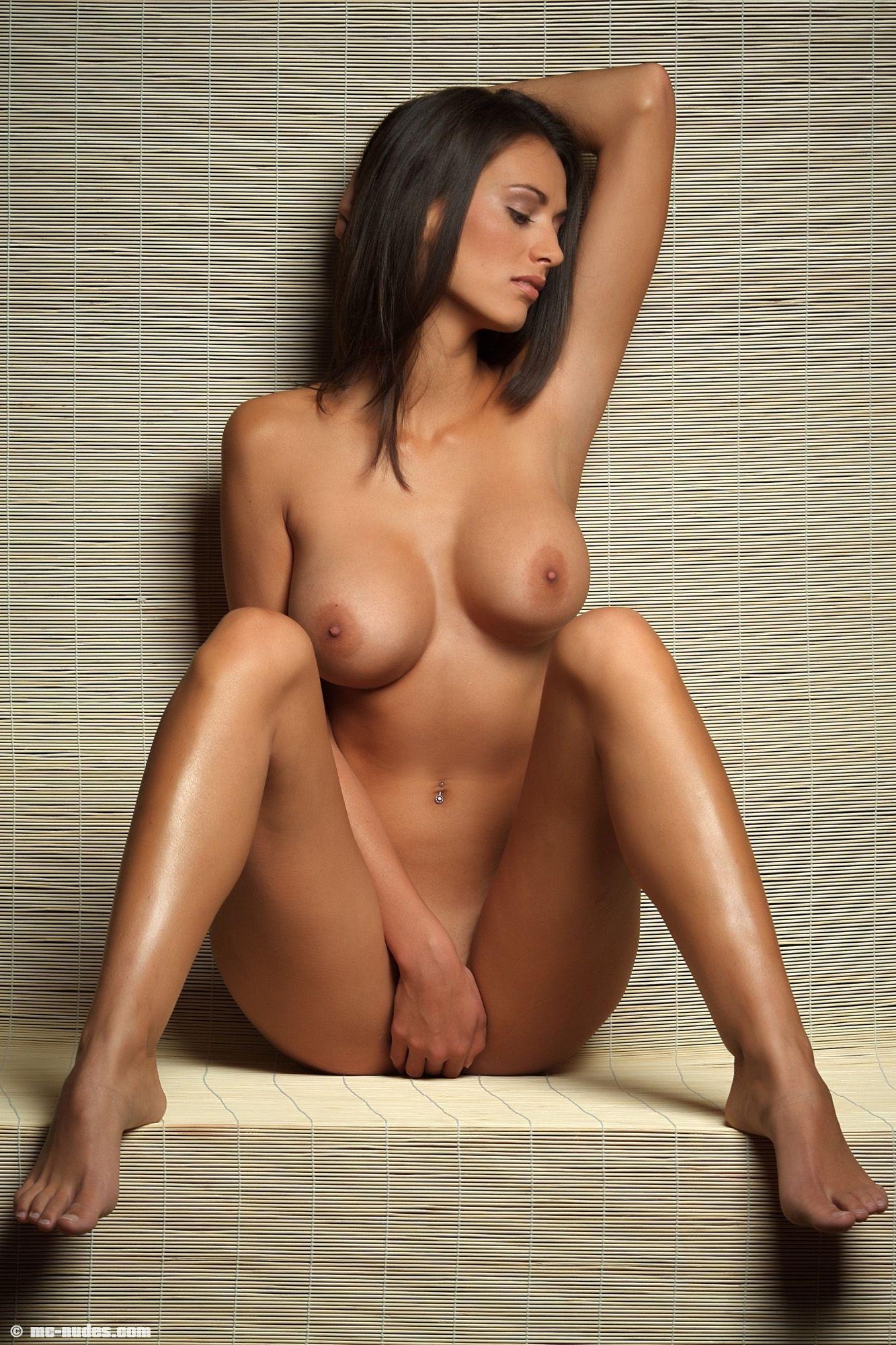 Фото голая самая красивая девушка 14 фотография