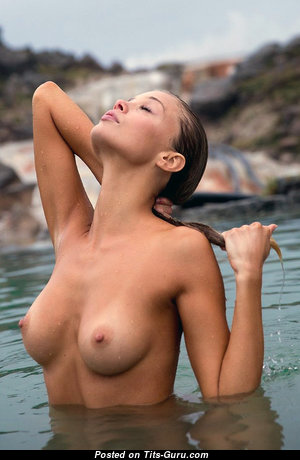 Nice Unclothed Babe (Porn Pix)