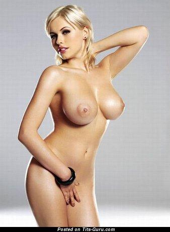 Image. Iga Wyrwal - sexy nude blonde with medium boob pic