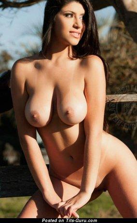 Изображение. Фото красивой голой девушки с большими натуральными сиськами