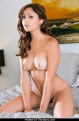 Ariana Marie - Sexy American Brunette Pornstar with Sexy Open Real Med Tit, Piercing & Tattoo (Hd Xxx Pix)