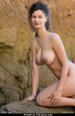 Image. Susann - nude brunette pic