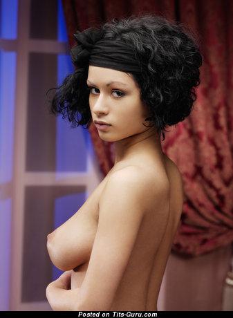 Pammie Lee - картинка горячей обнажённой брюнетки негритянки с большой натуральной грудью, большими сосками