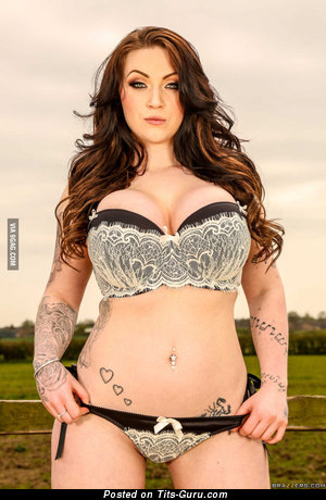 Harmony Reigns - nude hot lady with huge fake tots and tattoo picture