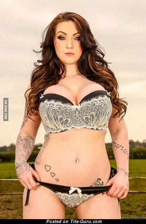 Harmony Reigns - Amazing British Lassie with The Nicest Naked Round Fake Hefty Titties & Tattoo (Xxx Pix)