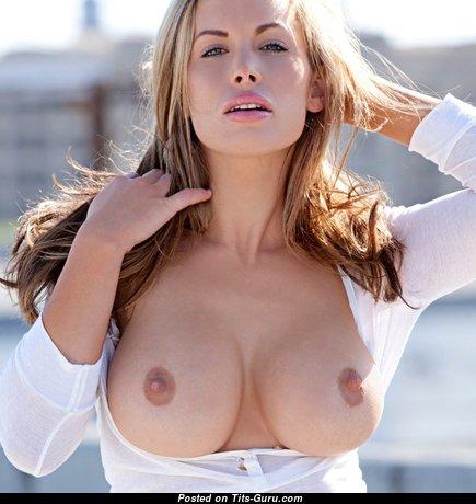 Awesome Naked Babe (Porn Image)