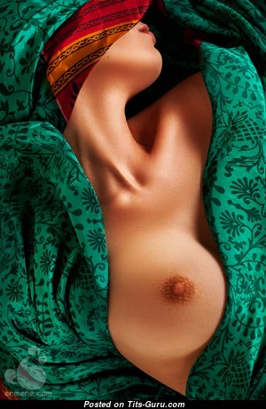 Yummy Glamour Gal with Yummy Naked Normal Breasts (18+ Pic)