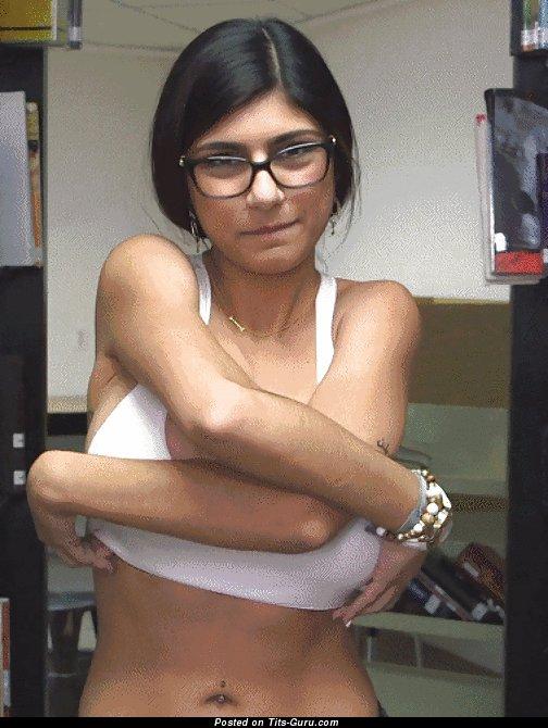 Mia Khalifa: sexy naked brunette with big tots gif