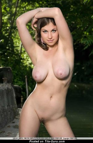 Paloma - sexy nude brunette with medium natural tits picture