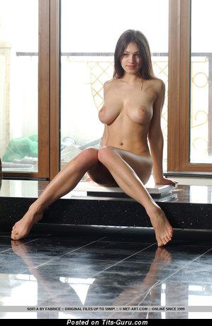 Изображение шикарной голой женщины