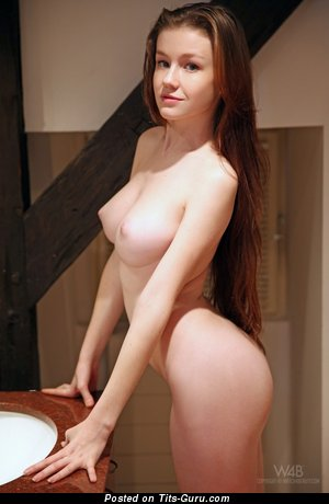 Hot Unclothed Dame (Sexual Pix)