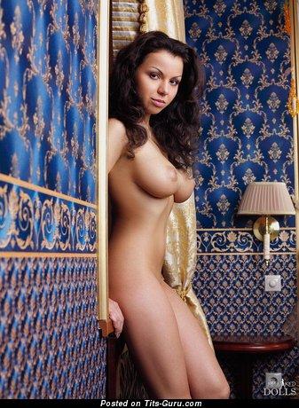 Изображение. Изображение умопомрачительной голой девахи с большой грудью