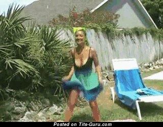 Изображение. Christina Lucci - гифка умопомрачительной голой блондинки с среднего размера натуральными дойками