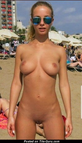 Amateur naked blonde with medium natural tittes picture