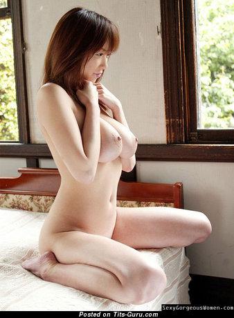 Изображение шикарной голой азиатки с большими натуральными сисечками