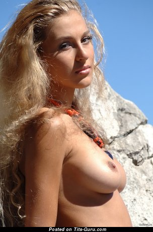 Hot Dame with Hot Exposed Natural Mid Size Busts (Hd Sex Foto)