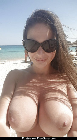 Exquisite Topless Babe on the Beach (Hd Porn Pic)