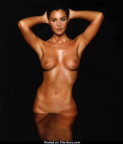 Image. Monica Bellucci - sexy nude brunette with medium natural tittys image