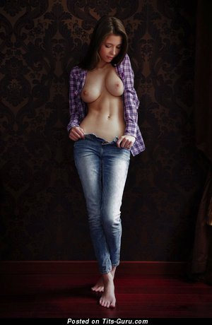 Exquisite Brunette with Exquisite Nude Real Med Tit (Xxx Pix)