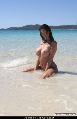 Nude asian brunette pic