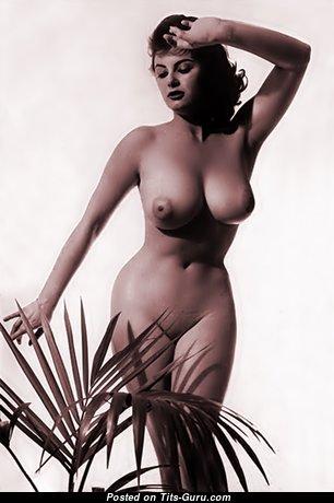 Eve Eden: восхитительная оголённая развратница (ретро 18+ изображение)