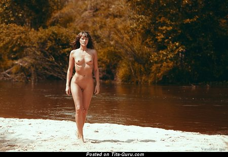 Stunning Doxy with Stunning Exposed Real Poor Tittys on the Beach (Sexual Pix)