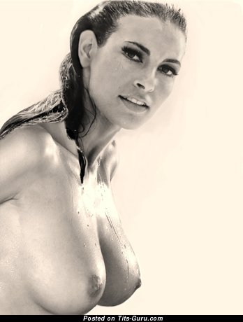 Raquel Welch - Dazzling Topless American Brunette Babe with Dazzling Bald Natural Dd Size Titty & Weird Nipples (Vintage Xxx Photoshoot)