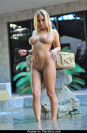 Image. Nude amazing lady with big natural tittys pic