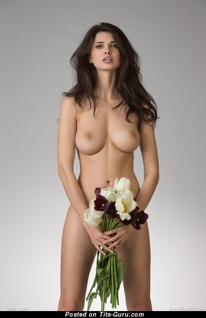 Изображение. Jasmine Andreas - фотография сексуальной брюнетки топлесс с большими дойками, большими сосками