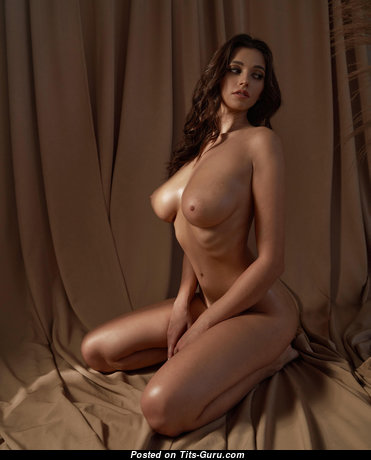 Cute Brunette with Cute Nude Natural Medium Sized Boobys & Long Nipples (Hd Sex Photo)