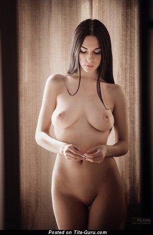 Изображение. Изображение восхитительной голой девахи с натуральной грудью