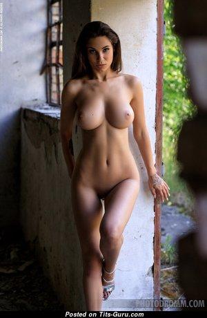 Tünde Megyeri Aka Faith - Appealing Unclothed Brunette (Hd 18+ Photo)