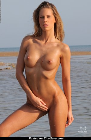 Image. Адель - hot woman with medium breast picture